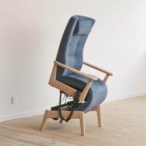 Plus 5040 funktionsstol med sædeløft og nakkepude og elektrisk sædeløft
