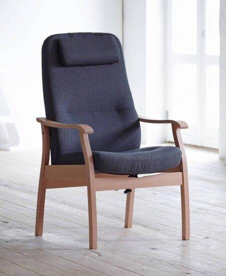 Applaus 5610, grå lænestol med bøgestel i lyst miljø