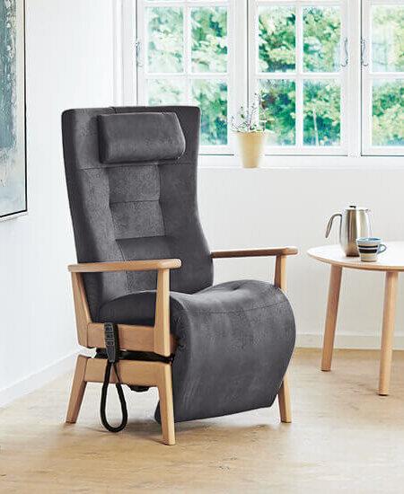 Mørkegrå 5040 Multiplus funktionsstol på stel i bøgetræ. Stolen har nakkestøtte og elektriske justeringsmuligheder