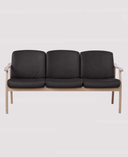 Senator 5373, brun 3. personers sofa i læder med bøgetræsstel